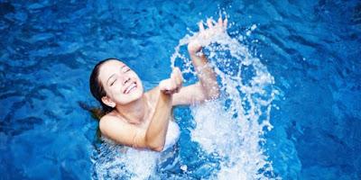 Hindari Berenang di Kolam Renang