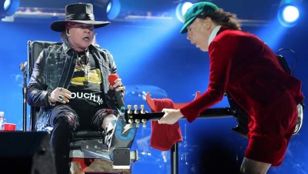 Axl Rose y Angus Young, en el concierto de AC/DC en Lisboa