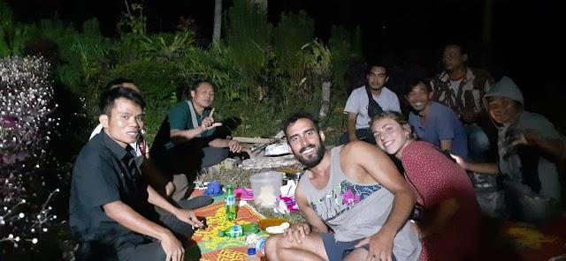 Kunjungan ke daerah wisata Treng Wilis Desa Perian, Gala Dinner ala kampung bakar ayam bersama Wisman dari Barcelona dan Nederland belanda.