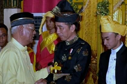 Presiden Jokowi Resmi Menyandang Gelar Tuanku Seri Indra Utama Junjungan Negeri