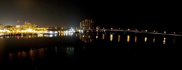 Vista de Fort Myers de noche desde el Edison Bridge