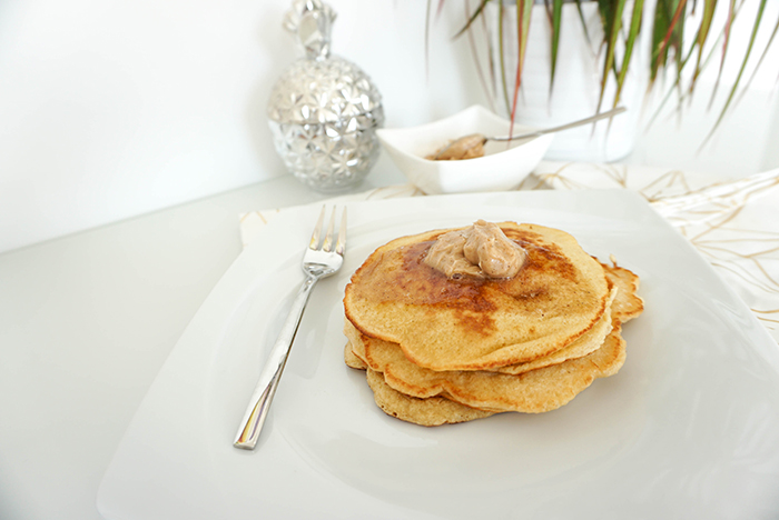 Pancakes mit Ahornsirup-Zimt-Butter