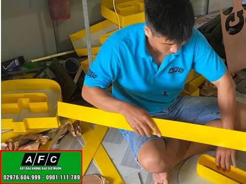 Thi công chữ alu gương chân mica đèn led sáng hắt chân tại Phú Quốc