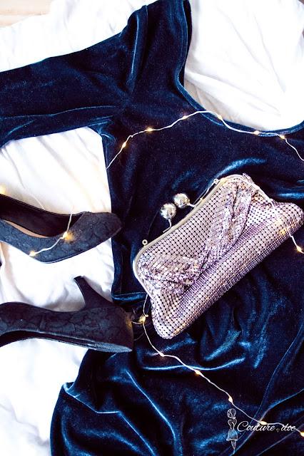 aksamitna granatowa sukienka