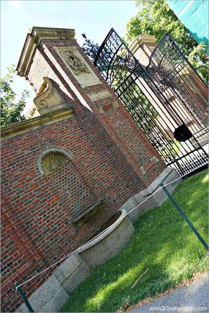 Johnston Gate, Universidad de Harvard