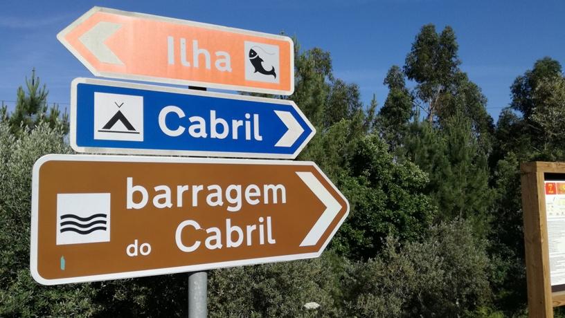 Placas indicativas da Barragem de Cabril e Parque de Campismo