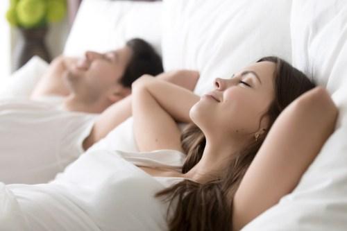 Melakukan Hal Ini Hanya 15 Menit Sehari Akan Membantu Anda Tidur Lebih Baik