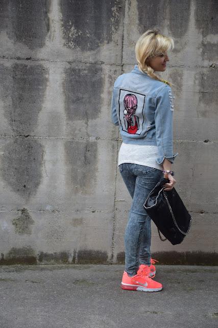giubbino jeans con ricamo sul retro outfit giubbino jeans come abbinare il gubbino jeans abbinamenti giubbino jeans outfit maggio 2017 outfit casual