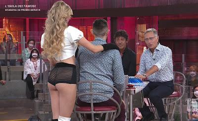 Sara Croce pantaloncini shorts neri bonas avanti un altro