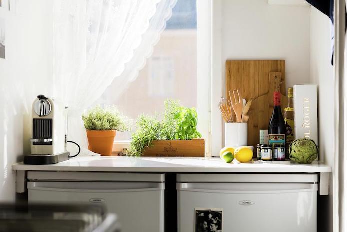 detalle de una pequeña cocina de un piso de alquiler