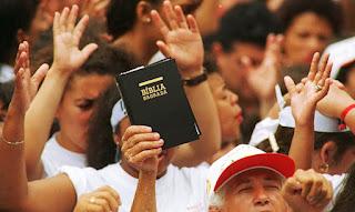 """""""Em 10 anos Brasil será de maioria evangélica"""", calcula IBGE"""