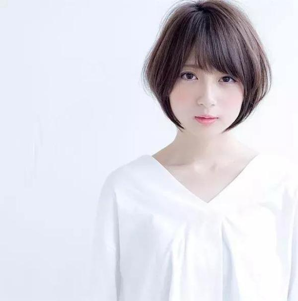 You can choose this short bob with a length under the ear