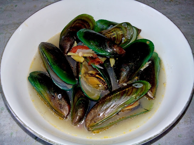Tahong or Mussel Soup