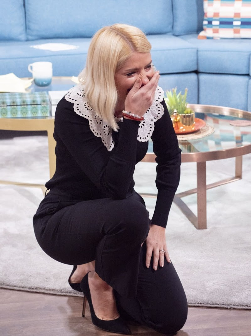 Holly Willoughby Clicks at This Morning TV Show in London 6 Feb-2020