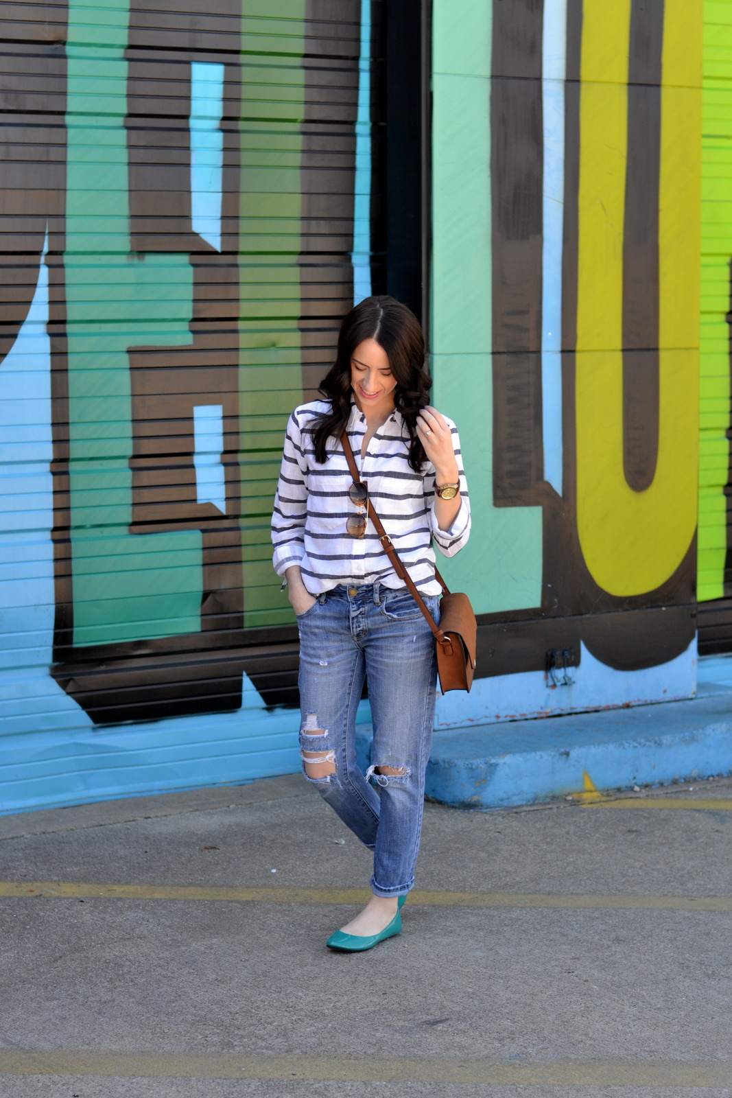 Casual outfit with boyfriend jeans and flats