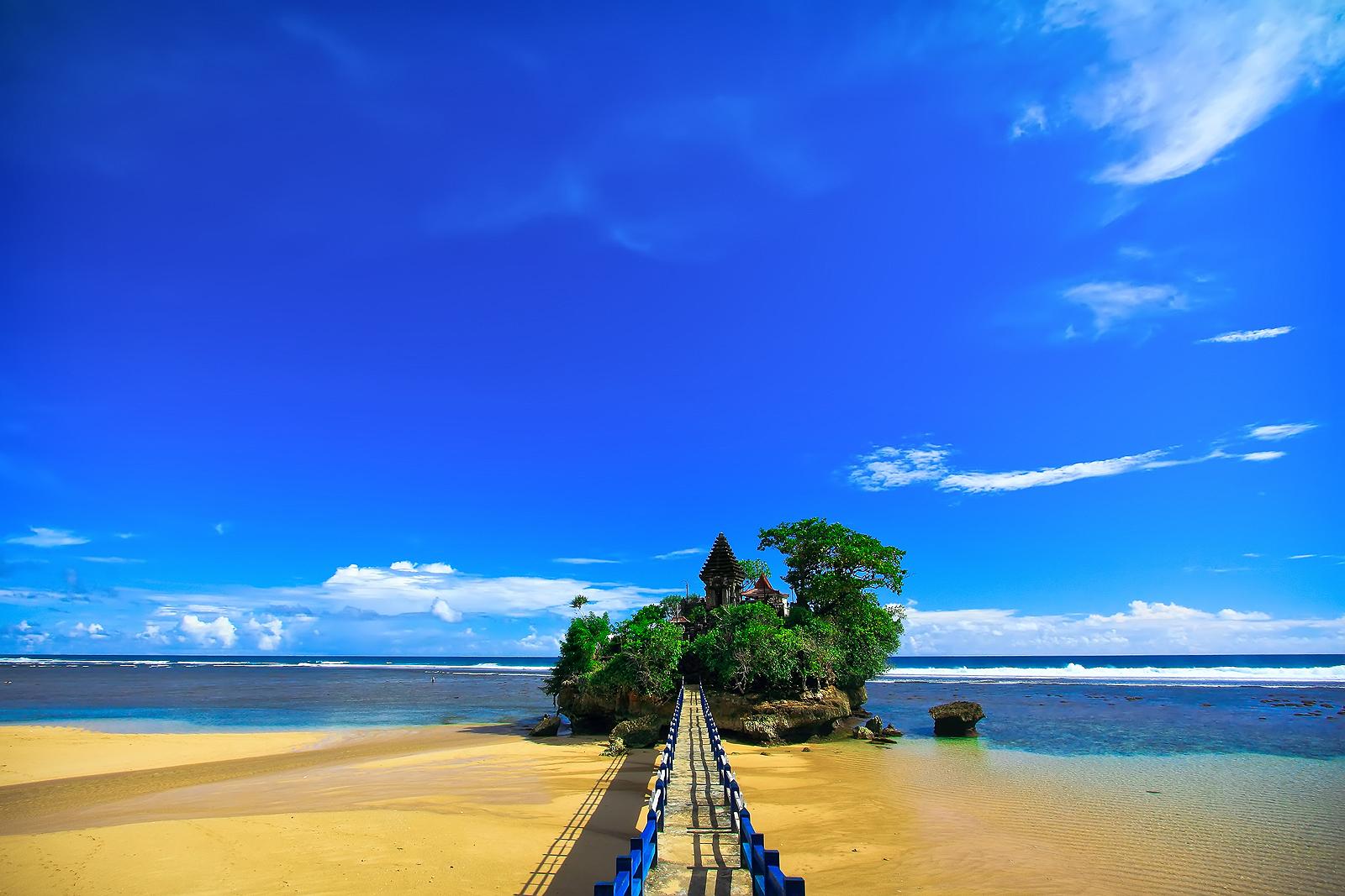 Pantai Indah Di Pesisir Selatan Kabupaten Malang Itu