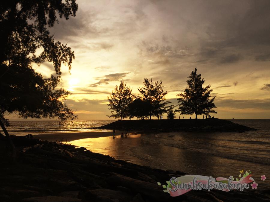 Lepak-lepak di Pantai Tanjung Batu, Bintulu