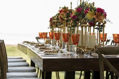 Mesa para cena de bienvenida en una boda de fin de semana