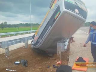 Satu Ambulance LAZISMU Jepara, Kecelakaan Tunggal di Tol Sragen