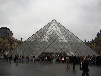 Louvre visto de fora - Paris - França
