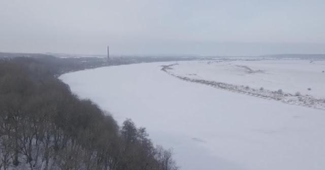 Пограничники Литвы не спасли провалившегося под лед ребенка из России! Видео