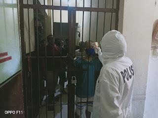 Cegah Covid-19, Polsek Wajo dan Urkes Polres Pelabuhan Periksa Kesehatan Tahanan
