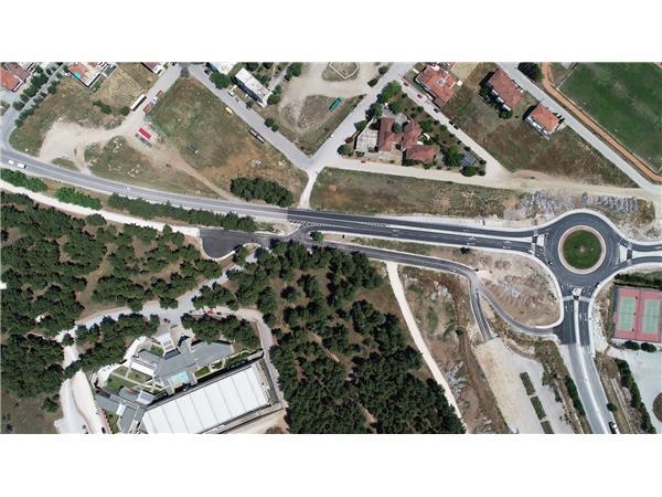 Εντυπωσιακές eik;onew από τον νέο κυκλικό κόμβο στο ύψος του Διαχρονικού Μουσείου που κατασκεύασε η Περιφέρεια Θεσσαλίας