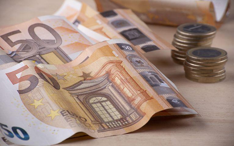 """ΟΑΕΔ: Αιτήσεις για επίδομα έως 1.000 ευρώ """"στο χέρι"""""""