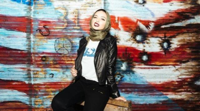 Muncul Di Majalah Playboy Menggunakan Hijab, Wanita Cantik ini Bikin Heboh