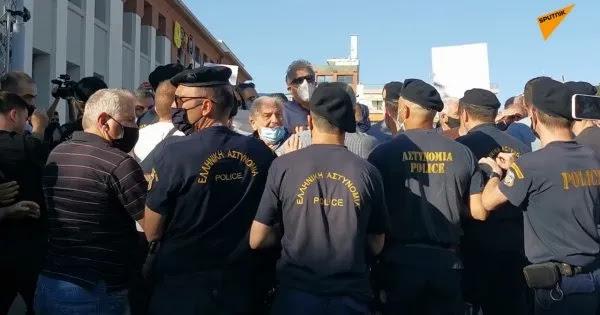 Κρήτη: Άγριες αποδοκιμασίες από υγειονομικούς σε Κ.Μητσοτάκη για τους υποχρεωτικούς εμβολιασμούς (βίντεο)