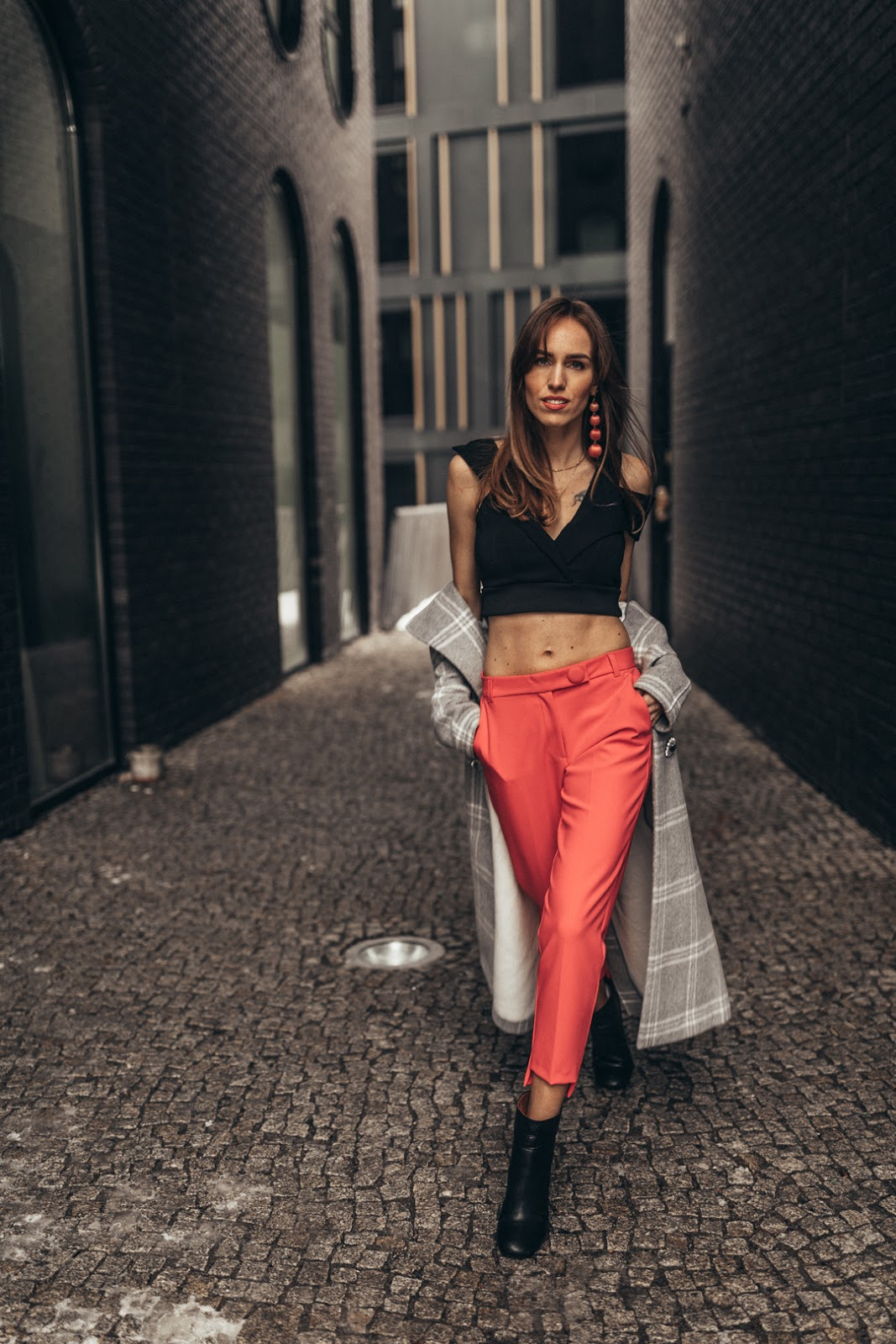 black crop top pink trousers outfit winter