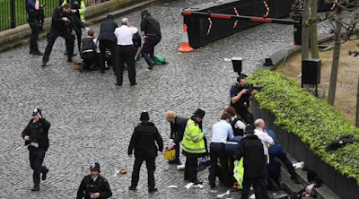 London Diserang Teror, Foto Wanita Berhijab Ini Tuai Kontroversi