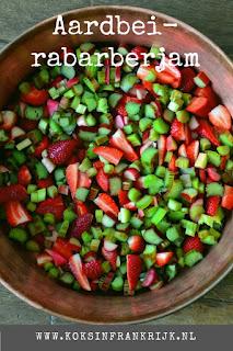 Homemade rabarber aardbeienjam