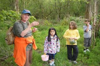 Guide with three childre foragingin eitrim