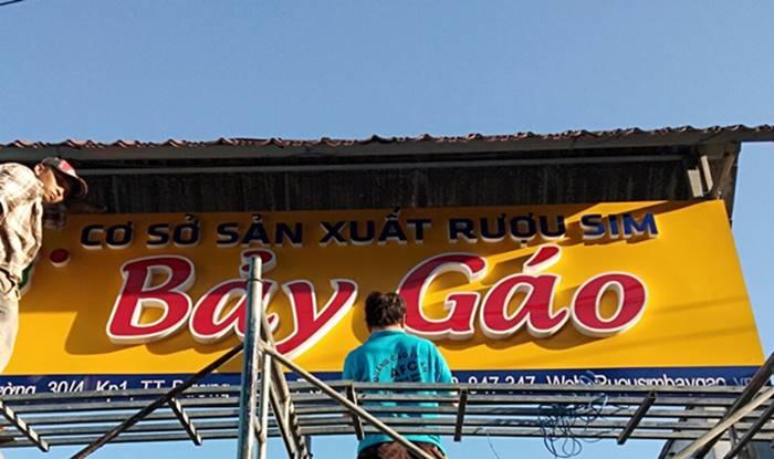 Hình ảnh làm bảng hiệu Aluminium gắn chữMica giá rẻ tại Phú Quốc