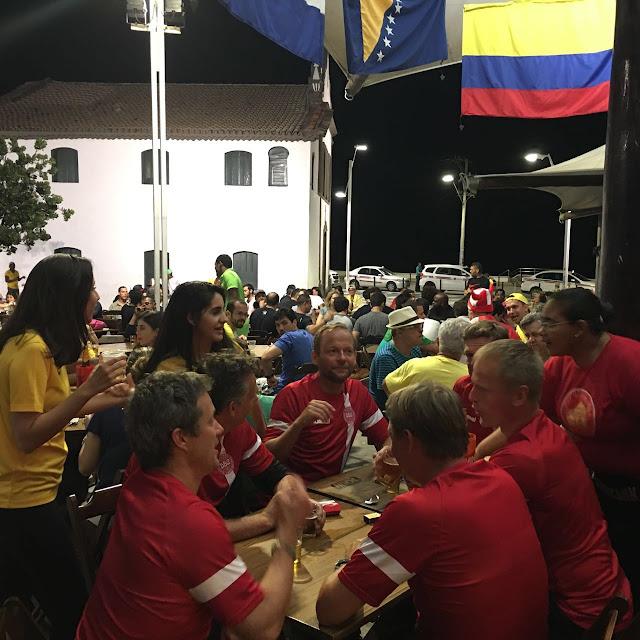 Dinamarca relaxa no Rio Vermelho após derrota