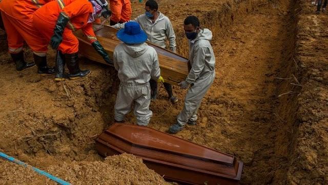 Quase 600 mil pessoas morreram de Covid-19 no Brasil