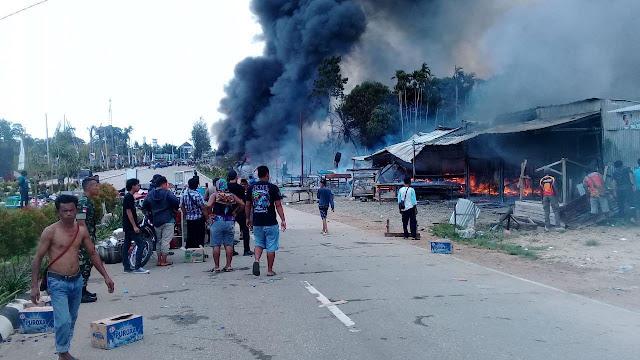 Puluhan Kios di Pasar Skouw Terbakar