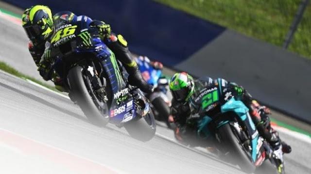 Detik-detik Kepala Valentino Rossi Nyaris Tersambar Motor: Itu Menakutkan!