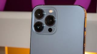 Sự xuất hiện của máy ảnh lớn. Máy ảnh siêu rộng mới có khẩu độ f / 1.8 rộng hơn nhiều và có hệ thống lấy nét tự động mới, cải thiện 92% trong môi trường ánh sáng yếu, mang lại hình ảnh sáng hơn, sắc nét hơn. Ảnh: Jacob Krol / CNN