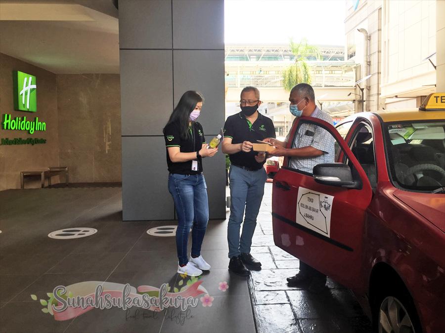 """Holiday Inn JBCC Santuni 50 Pemandu E-Hailing dan Teksi dengan Kempen """"Smiles for Miles"""""""