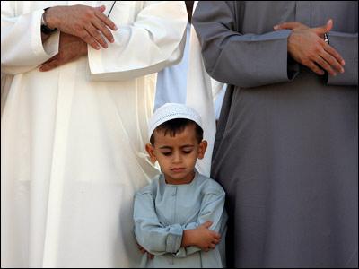 Beberapa Kebaikan Yang Didapat Orang Tua Apabila Mau Mengajak Buah Hati Shalat Berjamaah Ke Masjid