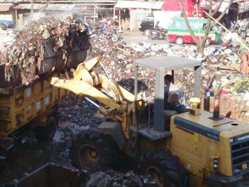 Pembersihan sampah Pasar Baleendah