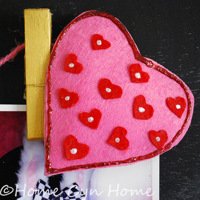 Get your kids to help you make little felt heart to make a garland.