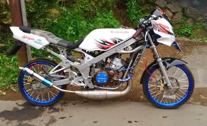 Modifikasi Motor Kawasaki Ninja R 150 R Biru Striping