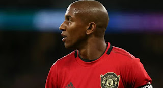 Young: Man Utd should be pushing for titles and trophies