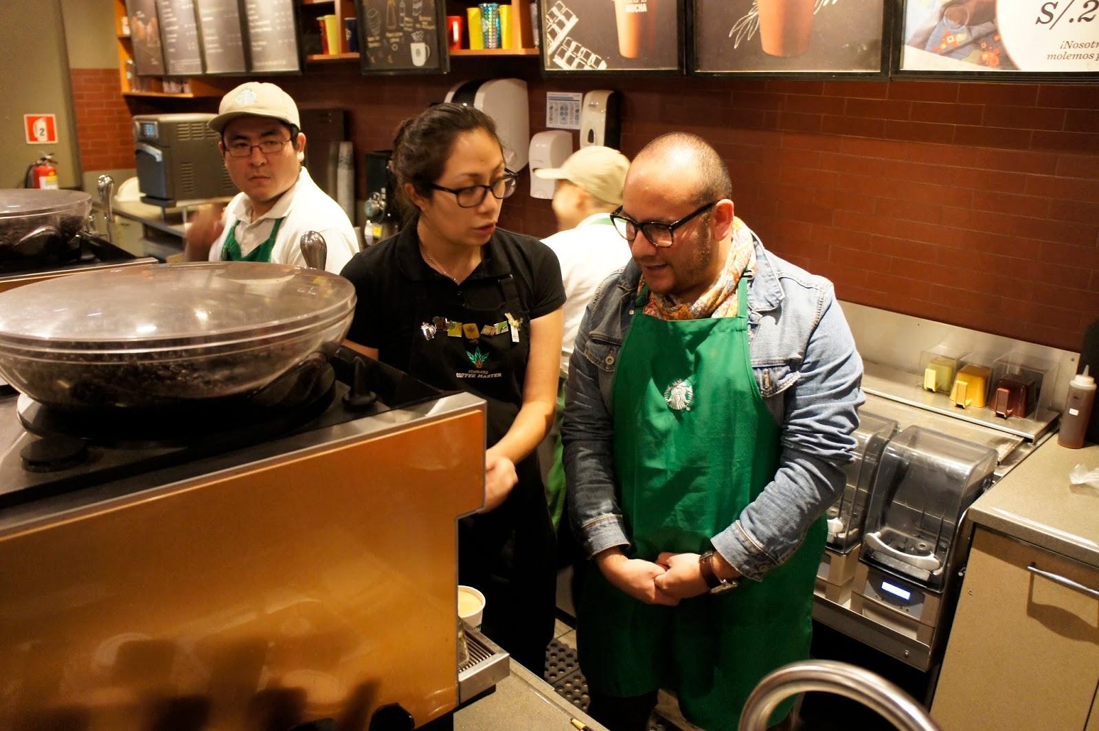 Daniel Linares, Menifiesto, blogger, preparando café, Starbucks