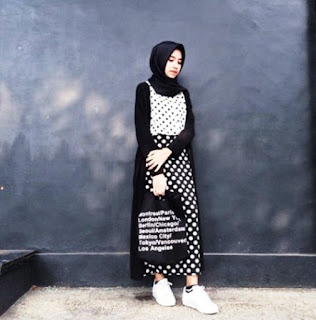 Busana Muslim Motif Monochrome Trend Masa Kini 2016