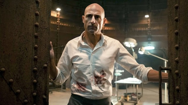 Los Lunes Seriéfilos Temple mark strong