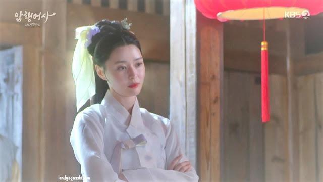 Kwon Nara as Gisaeng di Royal Secret Agent